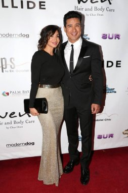 Courtney Laine Mazza, Mario Lopez