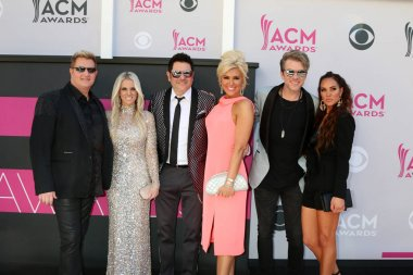 music group Rascal Flatts with wifes