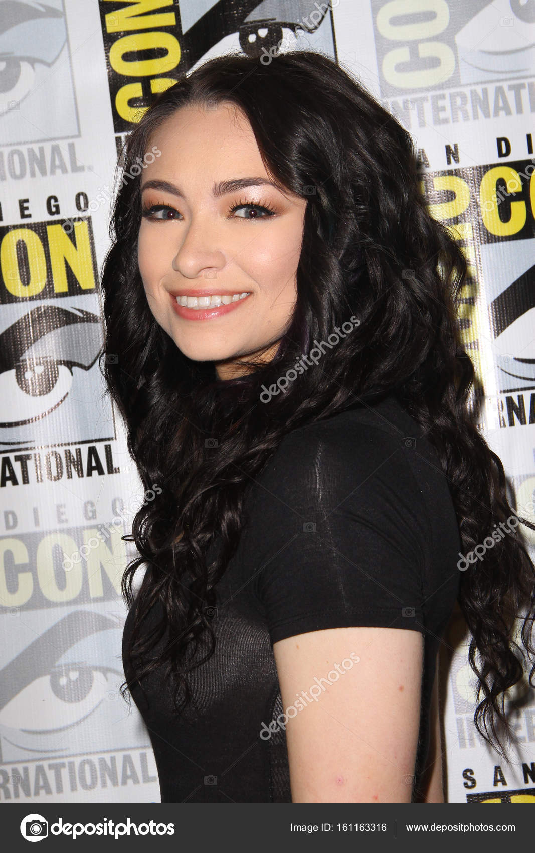 Topless Jodelle Ferland  nude (33 fotos), Facebook, see through