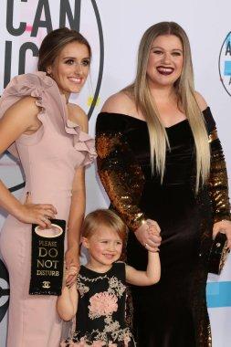 Savannah Blackstock, River Blackstock, Kelly Clarkson at the American Music Awards 2017 at Microsoft Theater in Los Angeles, CA
