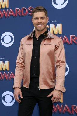 singer Dustin Lynch