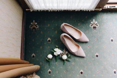 Bridal shoes and wedding boutonnieres