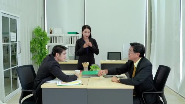 asian Young businessmen and asian senior businessmen are wrestling with a cheering secretary nearby, the concept of a fight between New business and traditional business