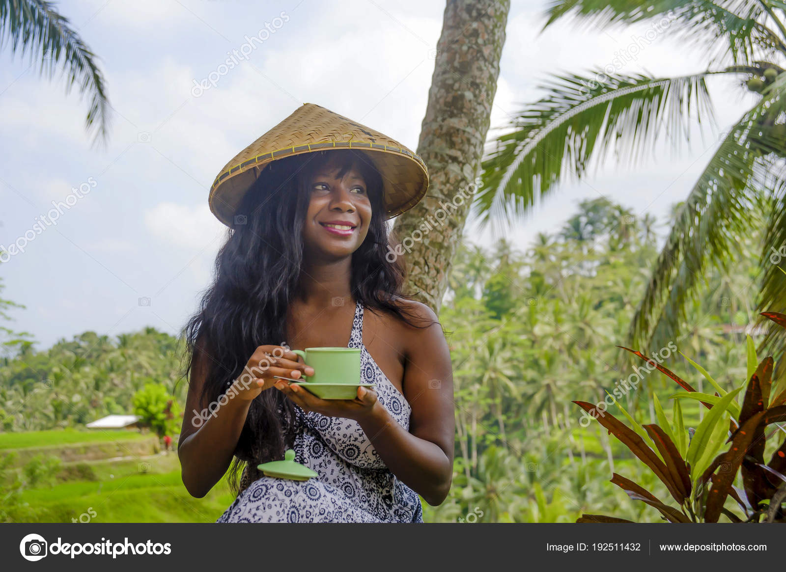 El oasis  a la morena   Depositphotos_192511432-stock-photo-young-beautiful-and-happy-black