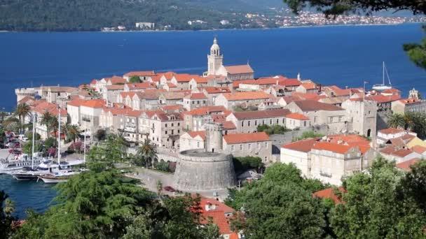 Pohled na staré město Korčula, Chorvatsko. Korčula je historické opevněné město na chráněném východním pobřeží ostrova Korčula
