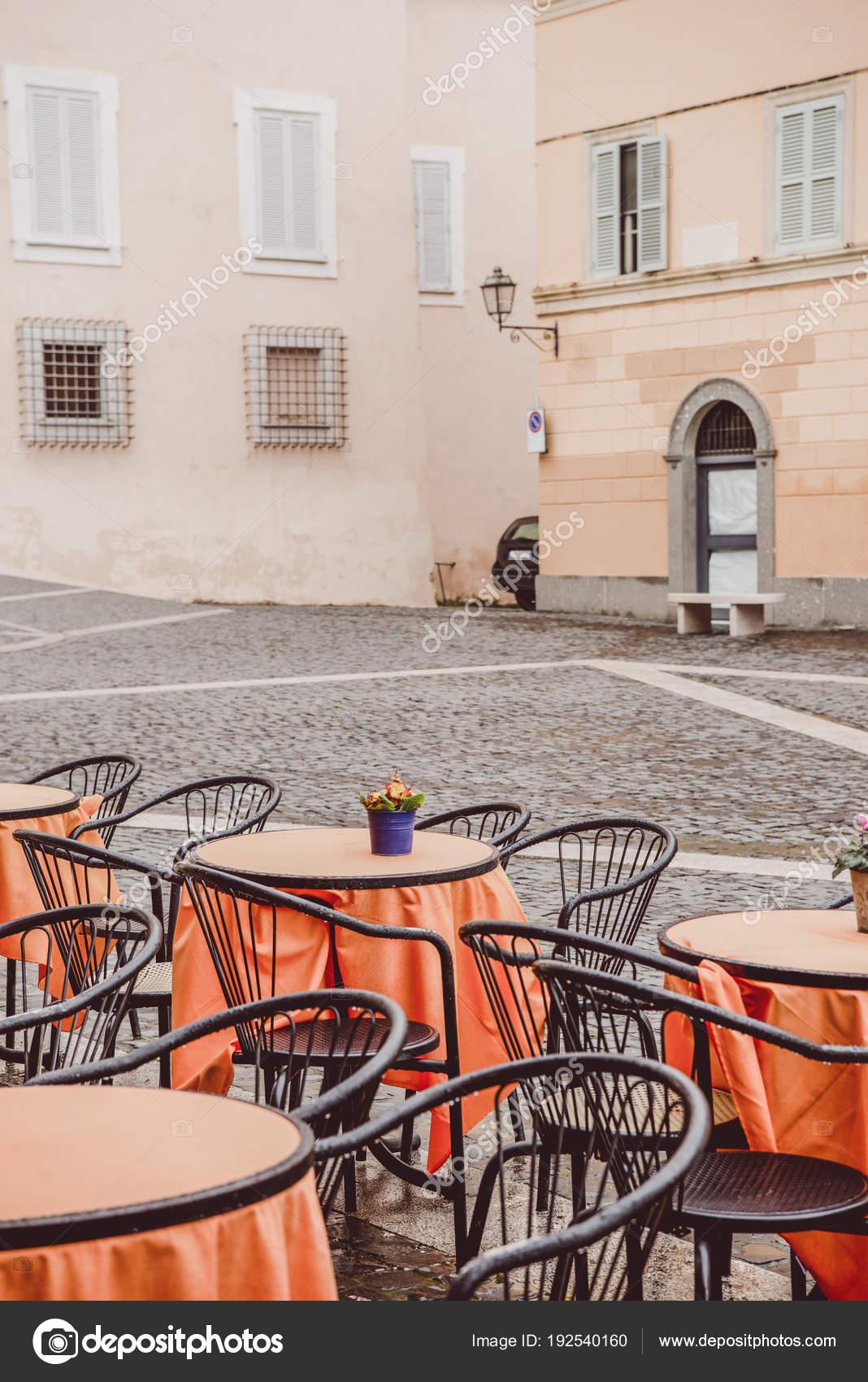 столы на улице стоковое фото Annanepabo 192540160