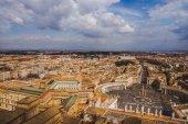 Fényképek a légi felvétel a Szent Péter térre és a Vatikánhoz utcák, Olaszország