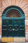 zelený dveře