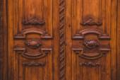 braune Türen