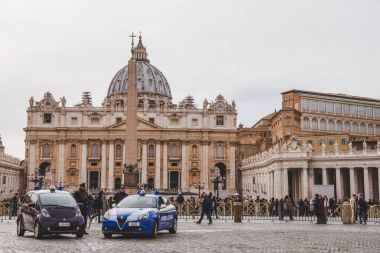 VATICAN, ITALY - 10 MARCH 2018: crowd of people and police cars at St. Peter's square stock vector