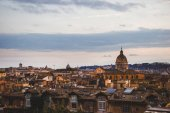 Fotografie Ansicht von Str. Peters Basilica und Gebäuden in Rom, Italien