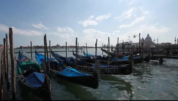 Venice, Olaszország. gondolák rögzítve, a san marco tér egy