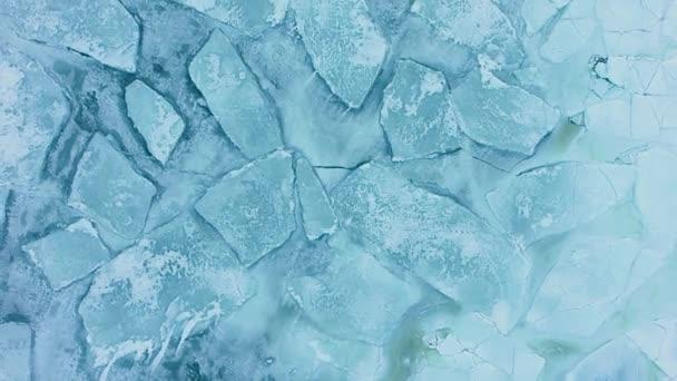Čistý led na vodě. Letecký letoun s horním pohledem