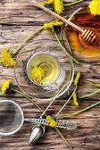 Tee mit Honiglöwenzahn