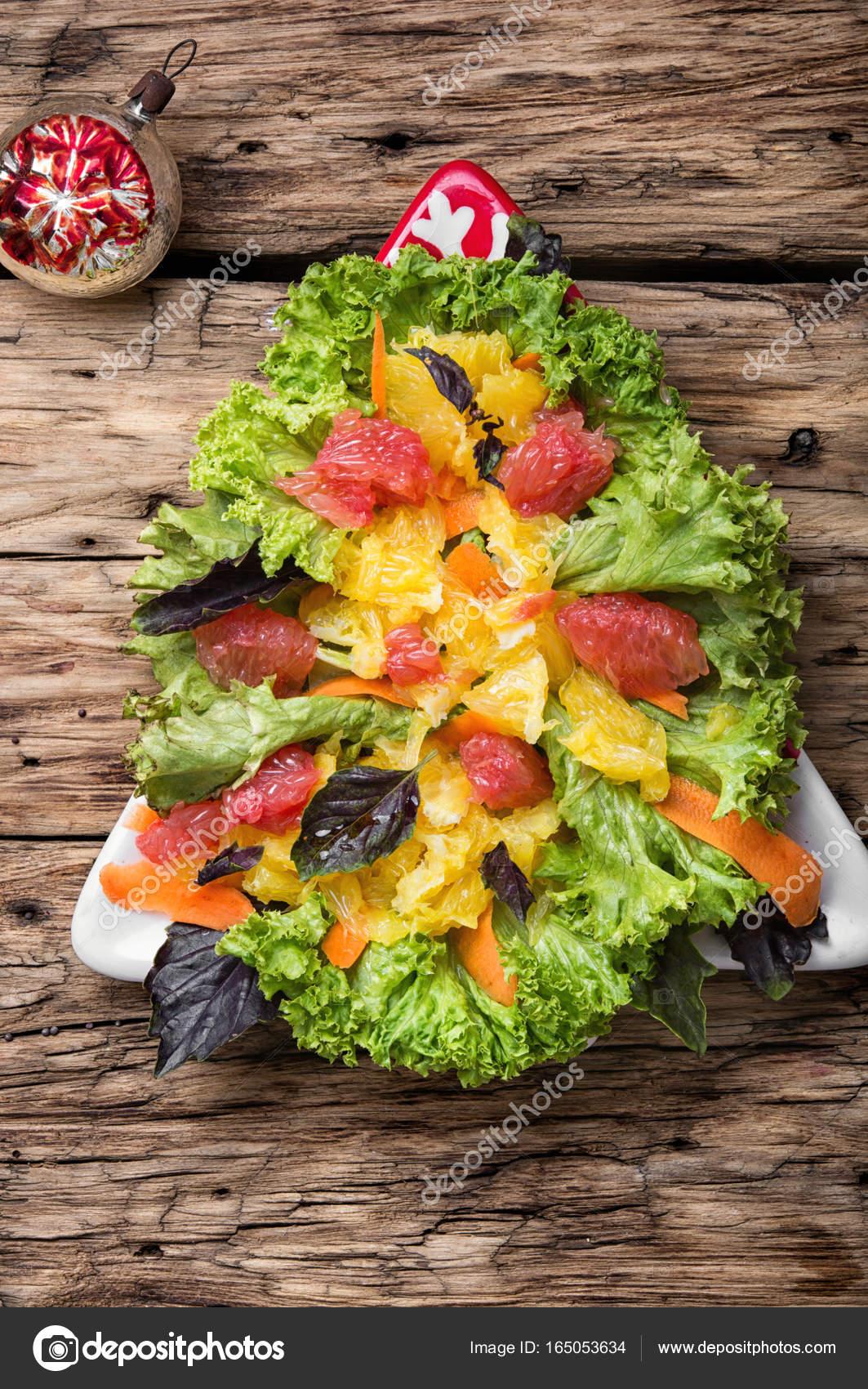 Salat Weihnachten.Weihnachten Salat Mit Zitrusfrüchten Stockfoto Nikolay Donetsk