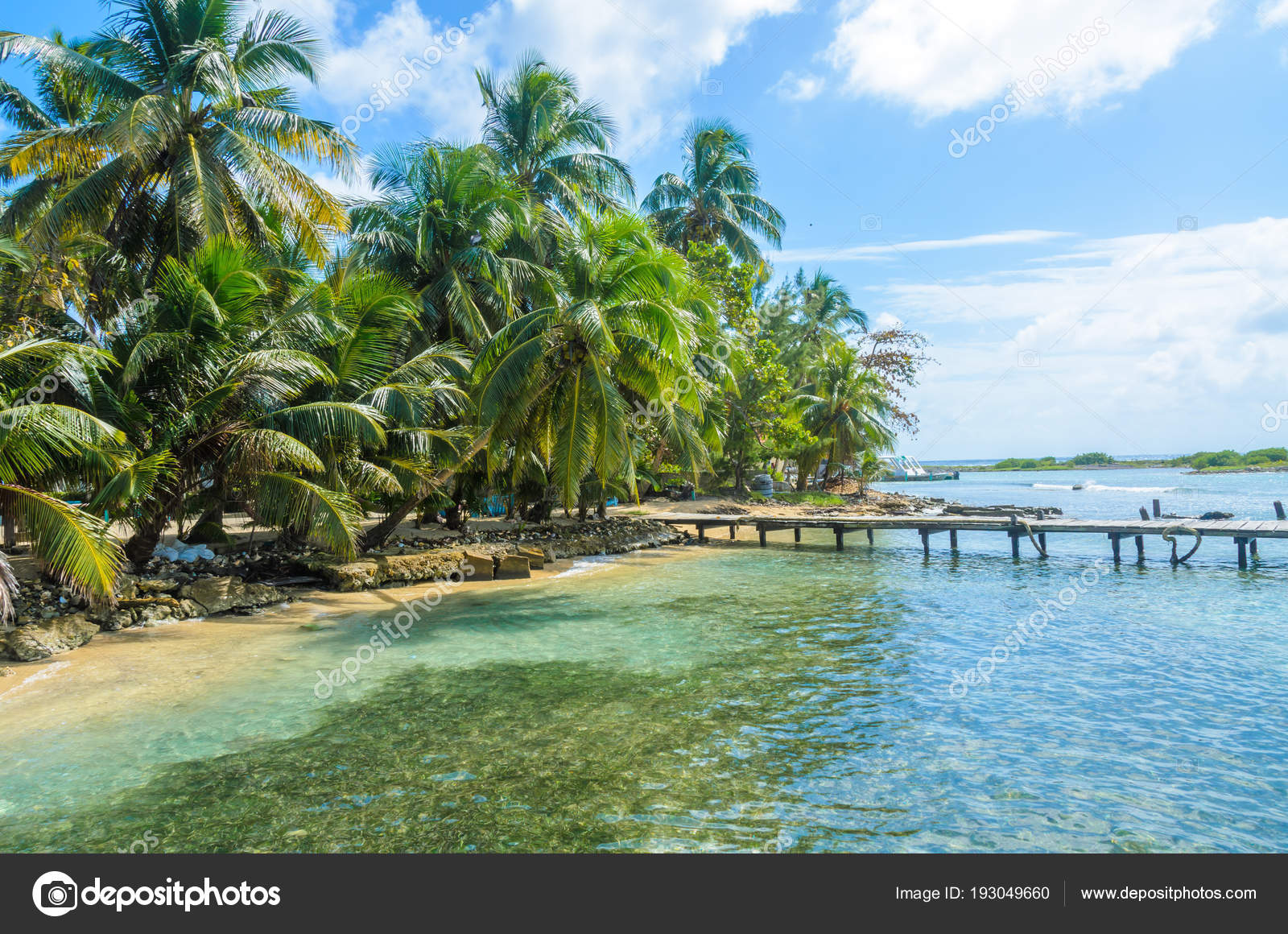 Tobacco Caye Wooden Pier Small Tropical Island Barrier Reef Paradise Stock Photo Image By C Simondannhauer 193049660
