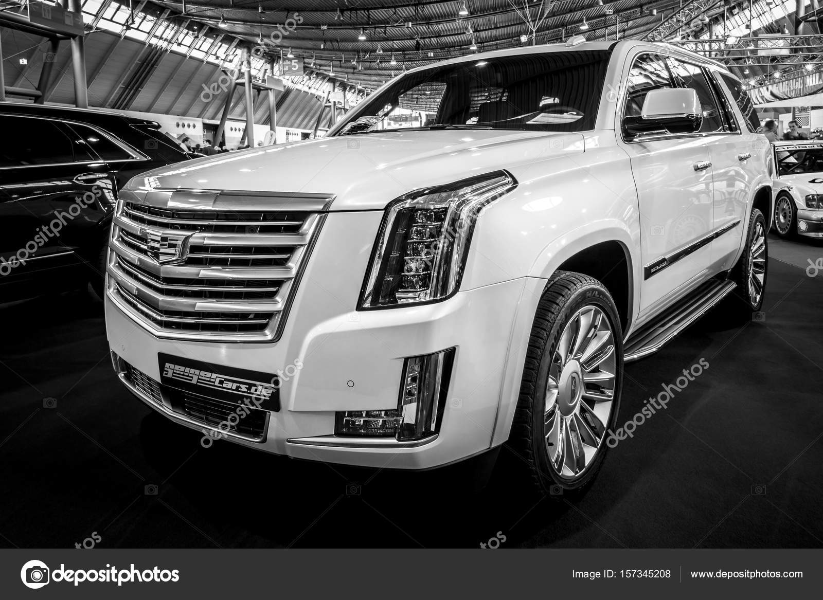 vus de luxe suv cadillac escalade platinum 2017 photo ditoriale s kohl 157345208. Black Bedroom Furniture Sets. Home Design Ideas