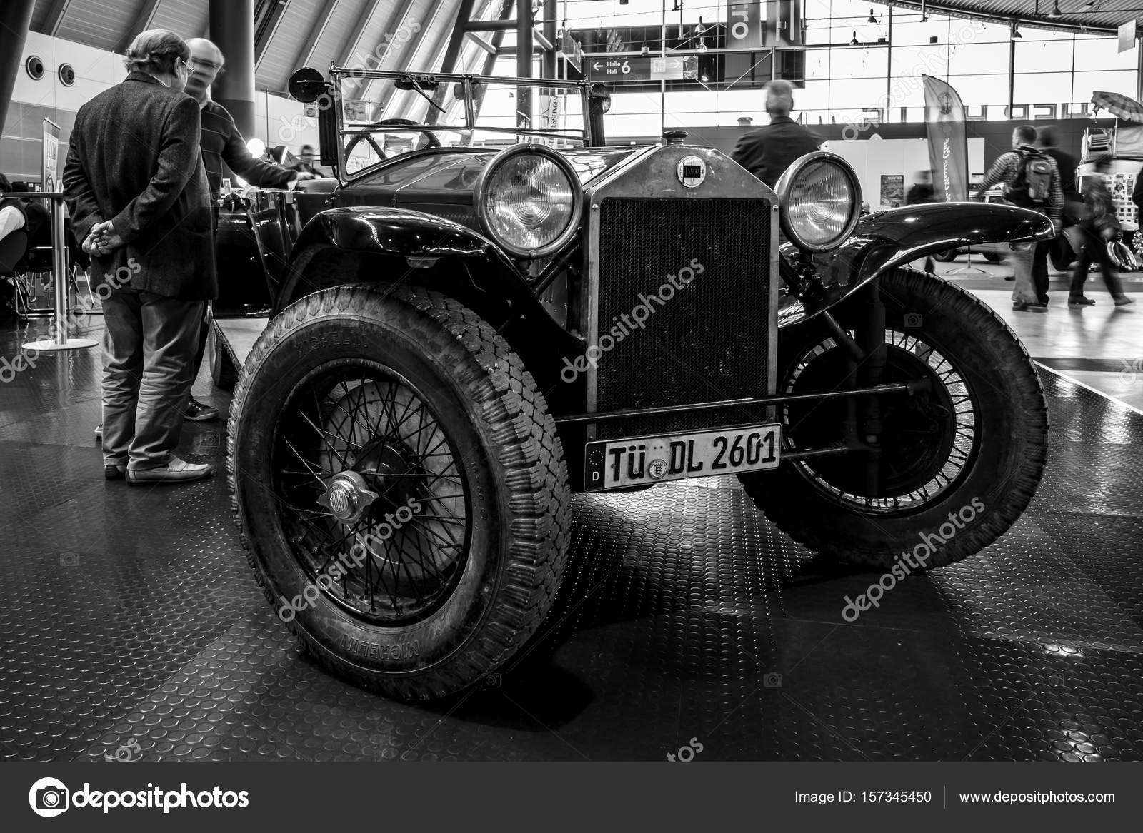 https://st3.depositphotos.com/1705215/15734/i/1600/depositphotos_157345450-stock-photo-retro-car-lancia-lambda-serie.jpg