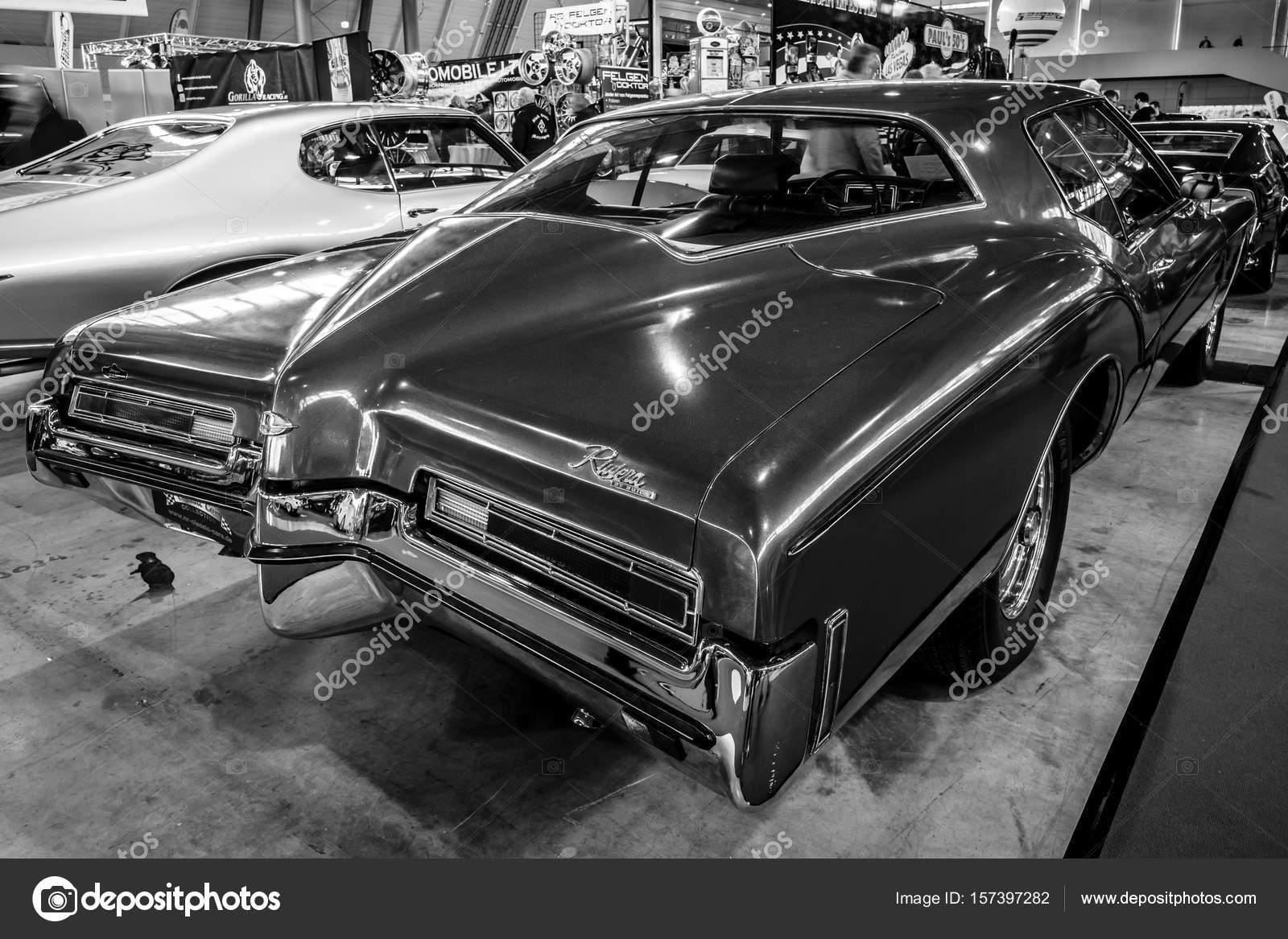 Personal luxury car Buick Riviera, 1972. — Stock Photo