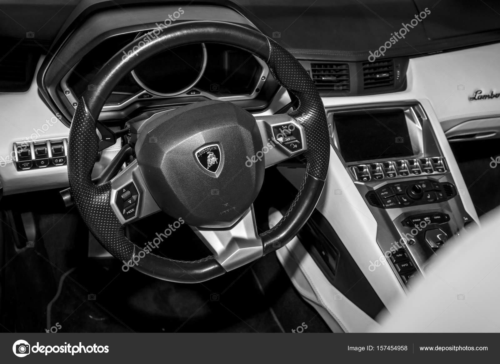 Innenraum des Lamborghini Aventador — Redaktionelles Stockfoto ...