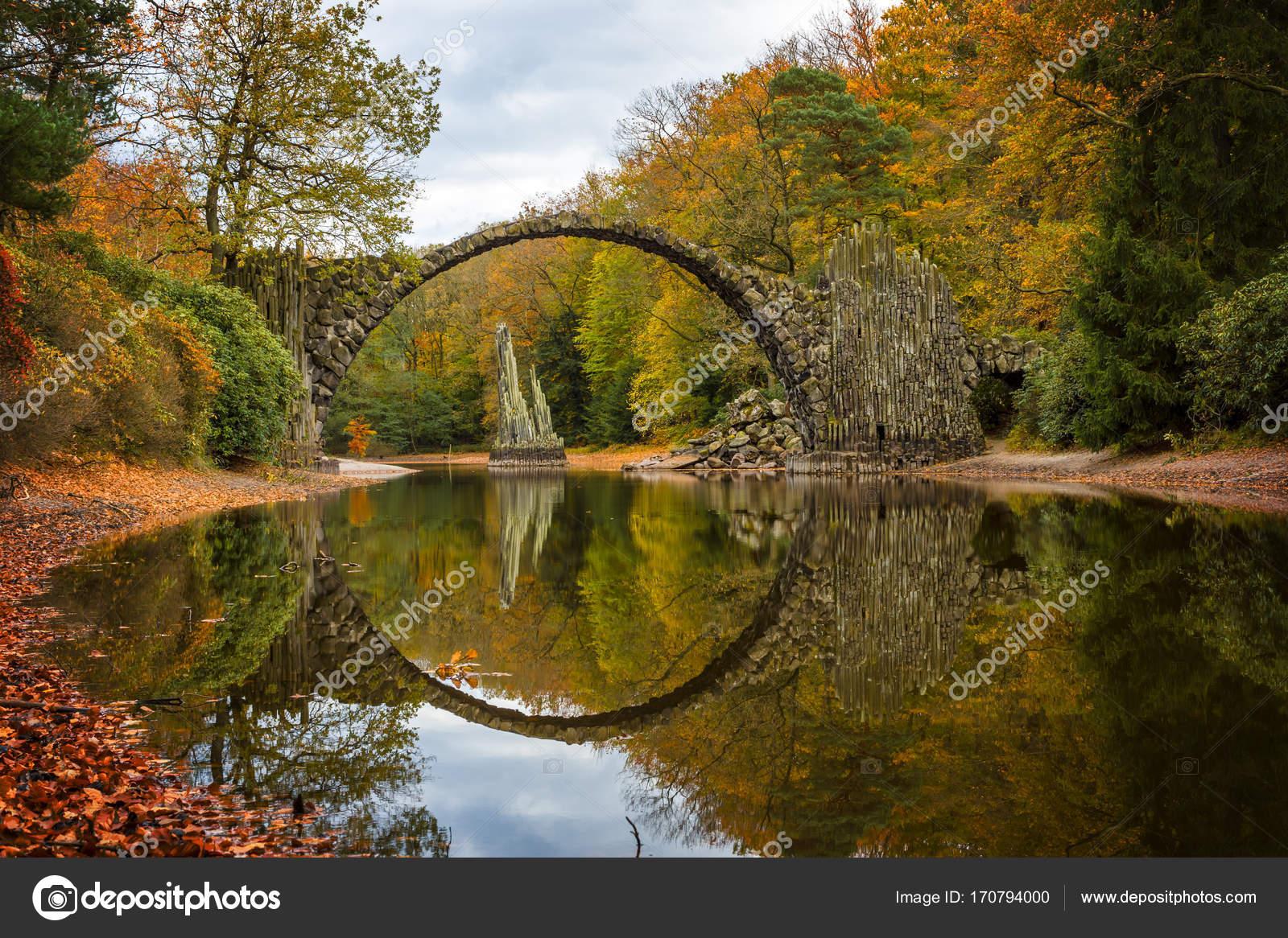Rakotzbruecke ponte del diavolo rhododendron park for Ponte sopra i piani del garage