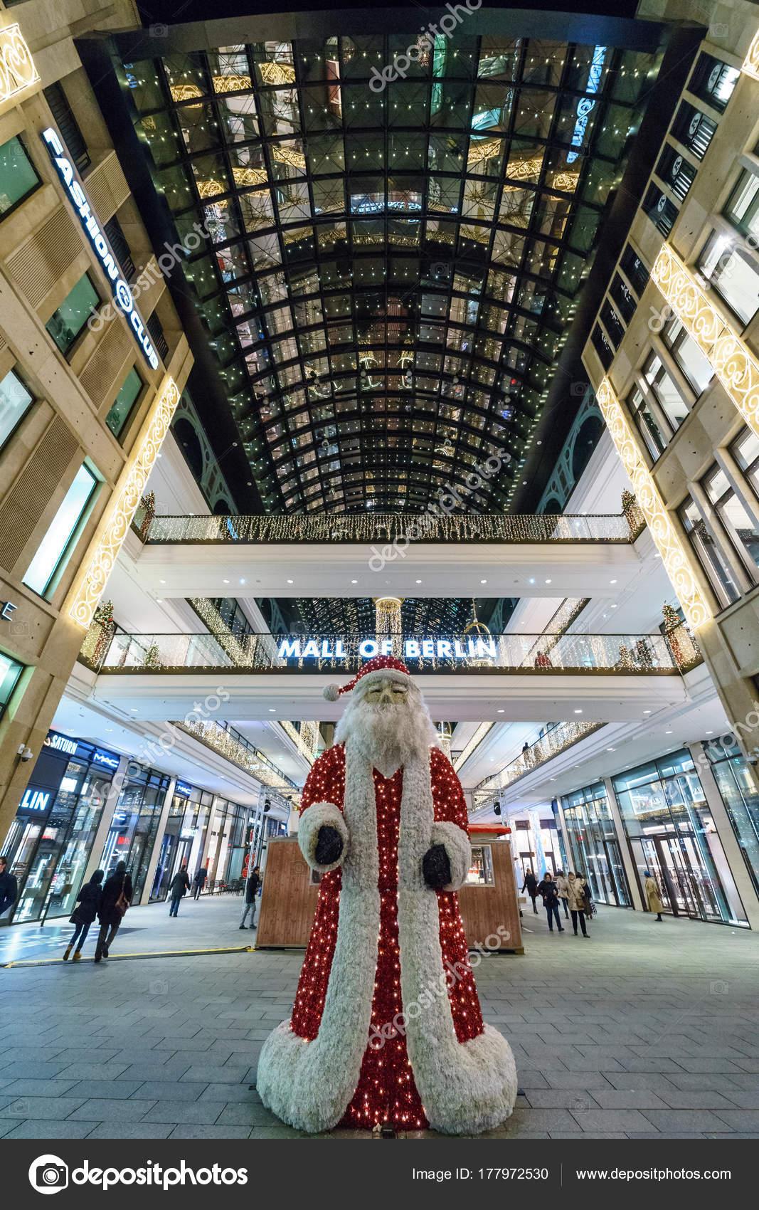 Saturn Weihnachtsbeleuchtung.Berlin Dezember 2017 Das Einkaufszentrum Mall Berlin Leipziger Platz
