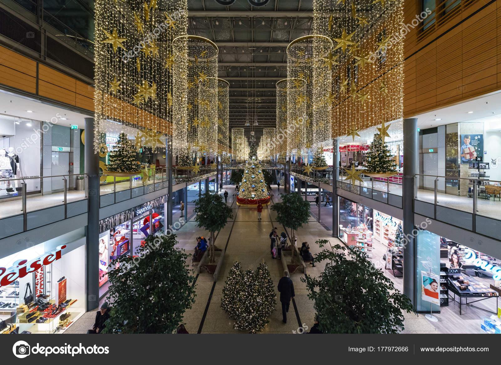Moderne Weihnachtsbeleuchtung.Berlin Dezember 2017 Arkaden Neue Und Moderne Shopping Mall