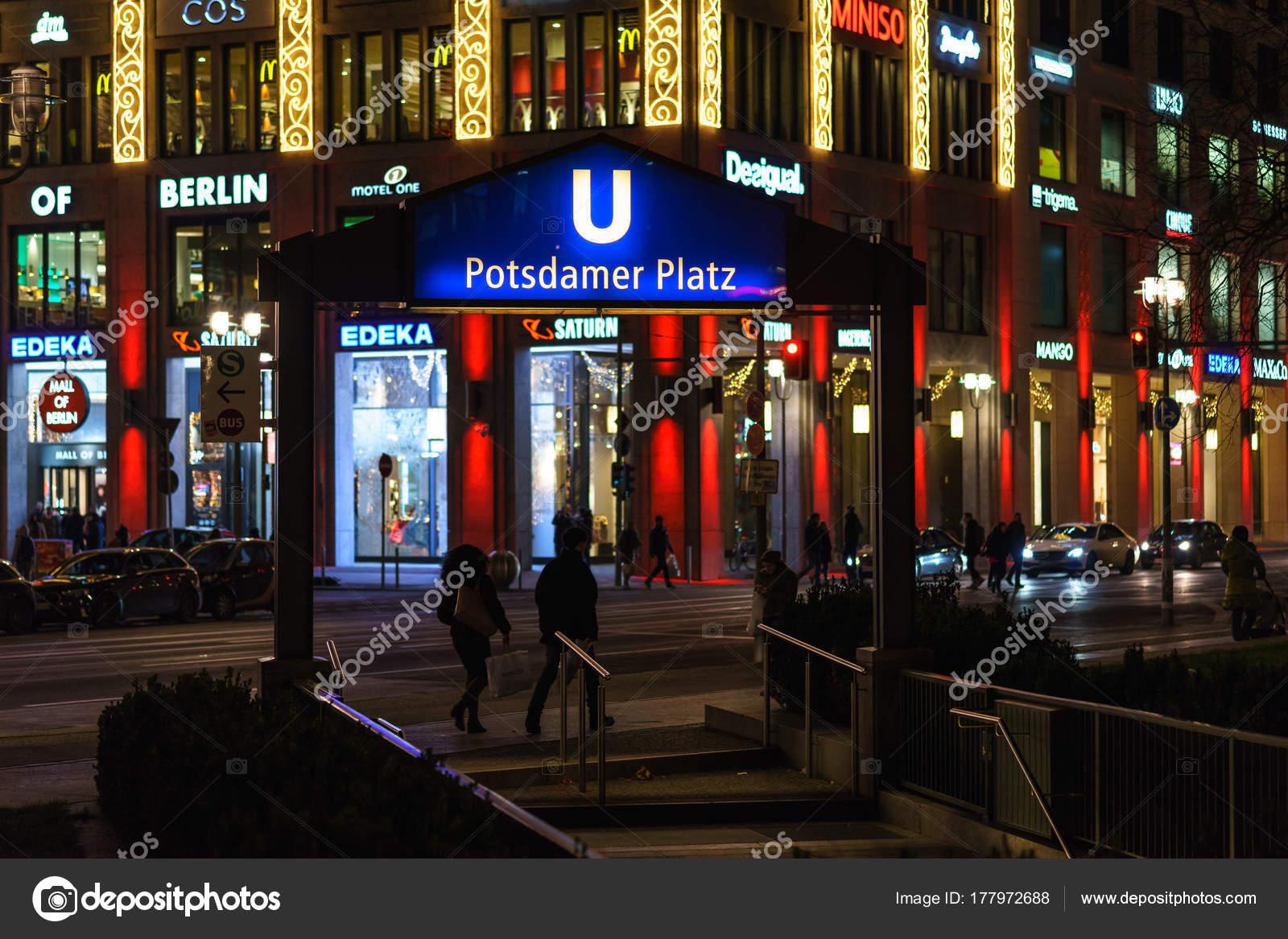 Weihnachtsbeleuchtung Berlin.Berlin Dezember 2017 Fassade Des Einkaufszentrums Mall Berlin