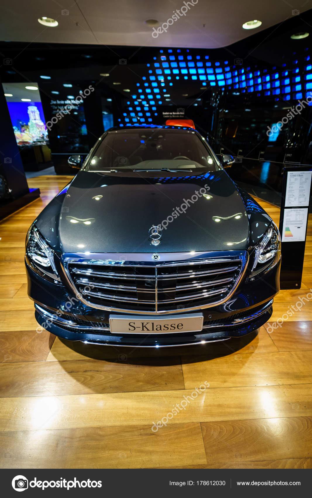 berlin dezember 2017 showroom full size luxus auto mercedes benz
