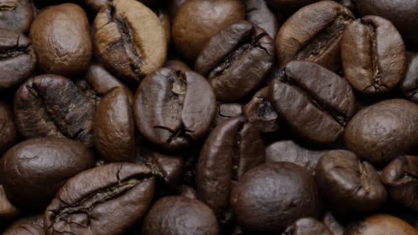 Pražená kávová zrna.