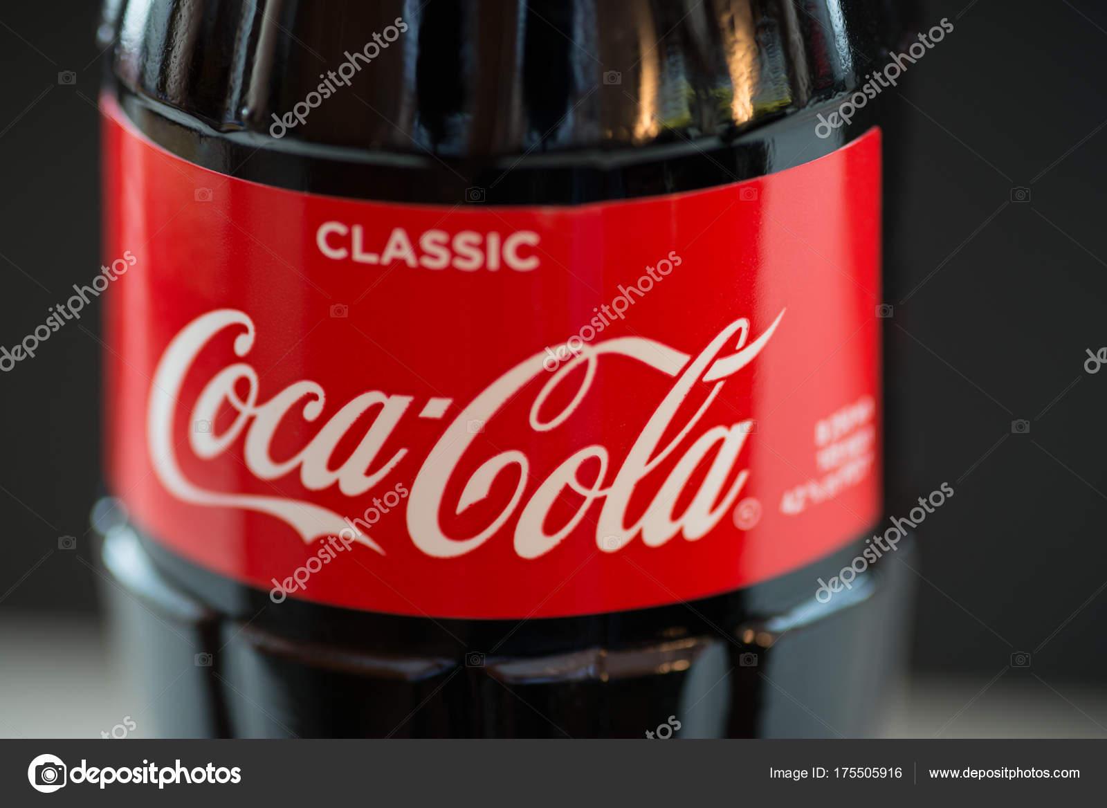 Vladivostok Russia Novembre 2017 Bottiglia Coca Cola Sfondo Scuro