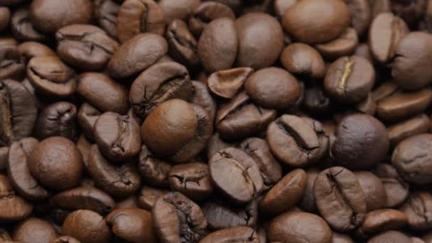 Pražená zrnková káva. Selektivní fokus.