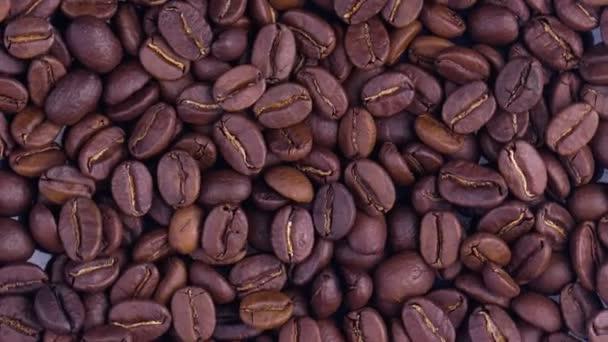 dunkle Kaffeekörner. Kaffeebohnen. schöne Samen von Kaffee.