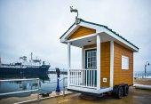 capannone di piccola casa su ruote vicino lago michigan