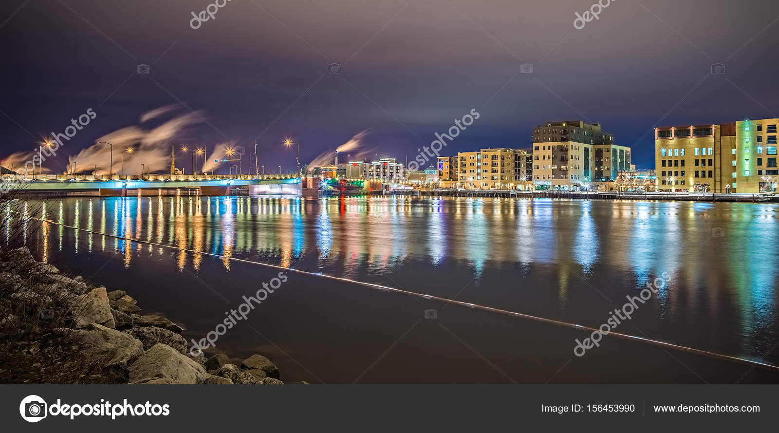 skyline de cidade wisconsin Green bay à noite — Stock Photo ...