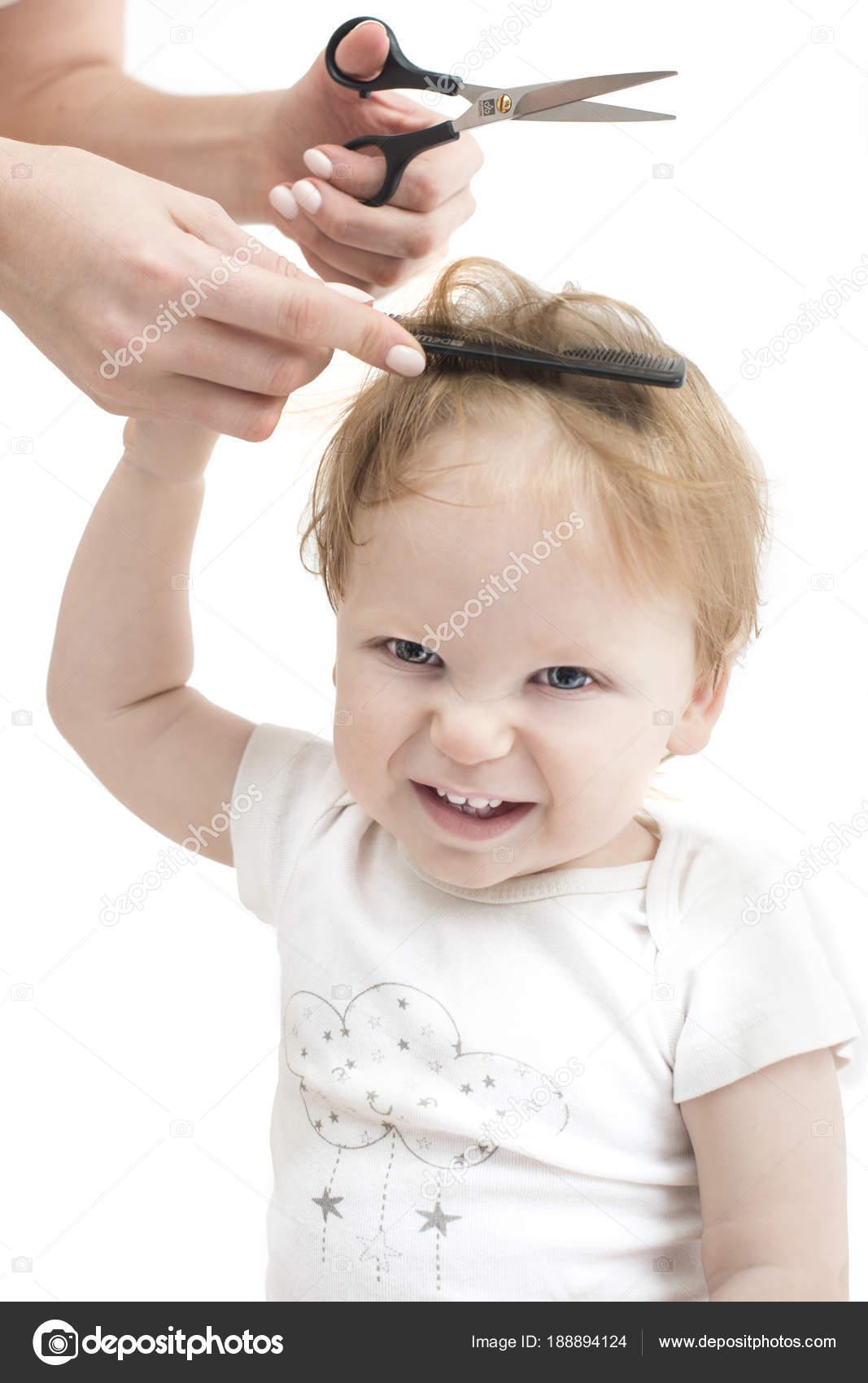 Bebeklerin ilk saç kesimi
