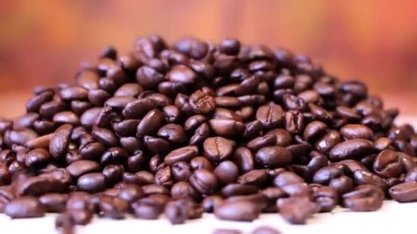 Káva zrno černý rub closeup