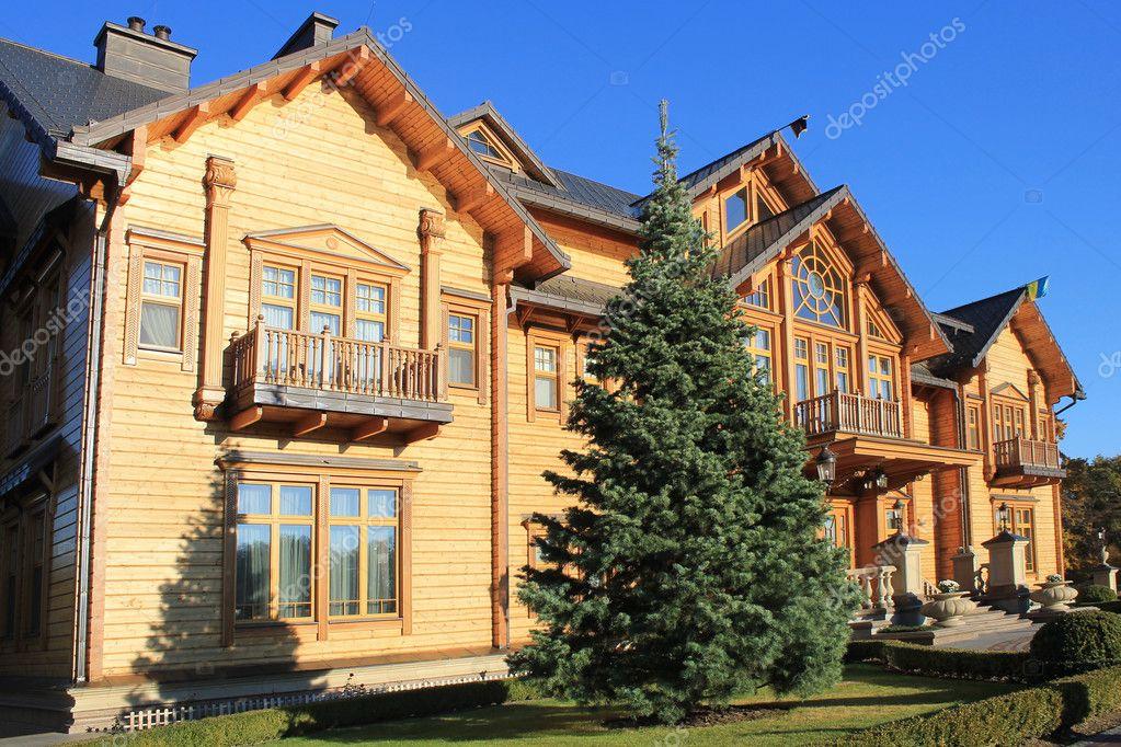 Casa De Madera Honka En Mezhyhirya Ucrania Foto Editorial De