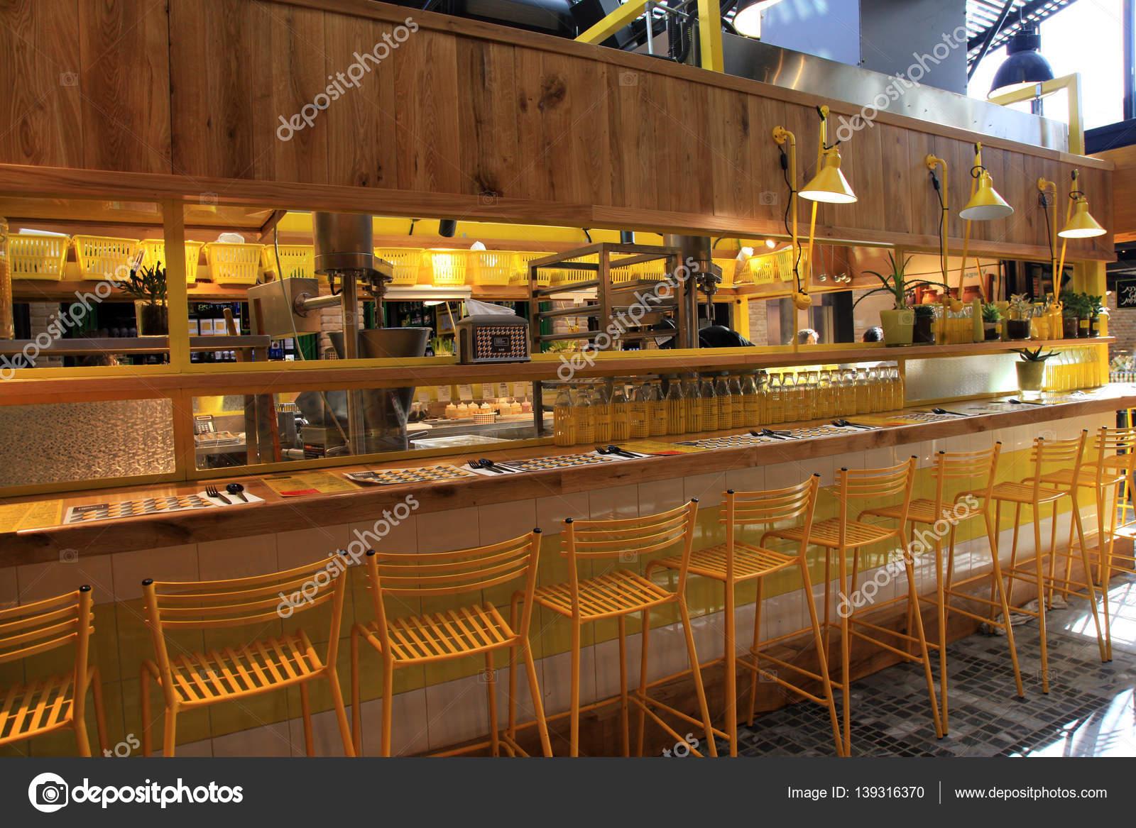 moderne offene Küche Restaurant im neuen Sarona Lebensmittelmarkt ...