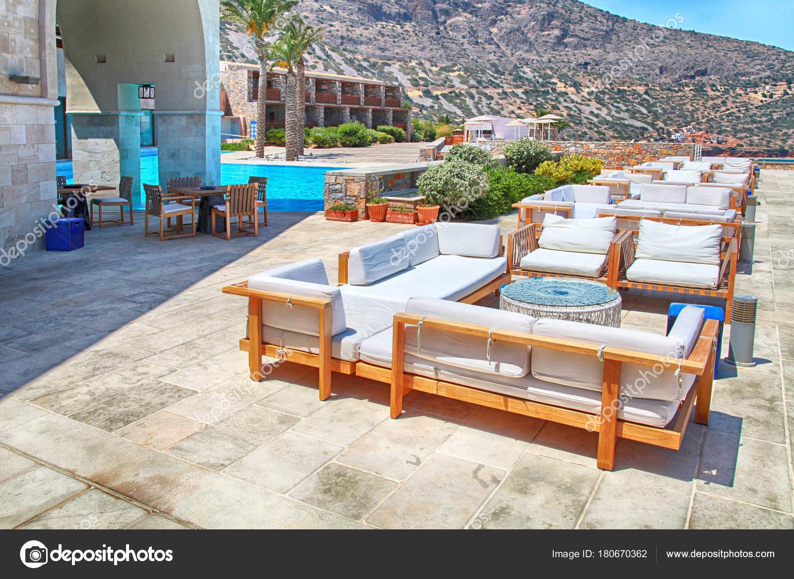 Meerblick Von Terrasse Mit Lounge Sofa Und Sessel In Einer