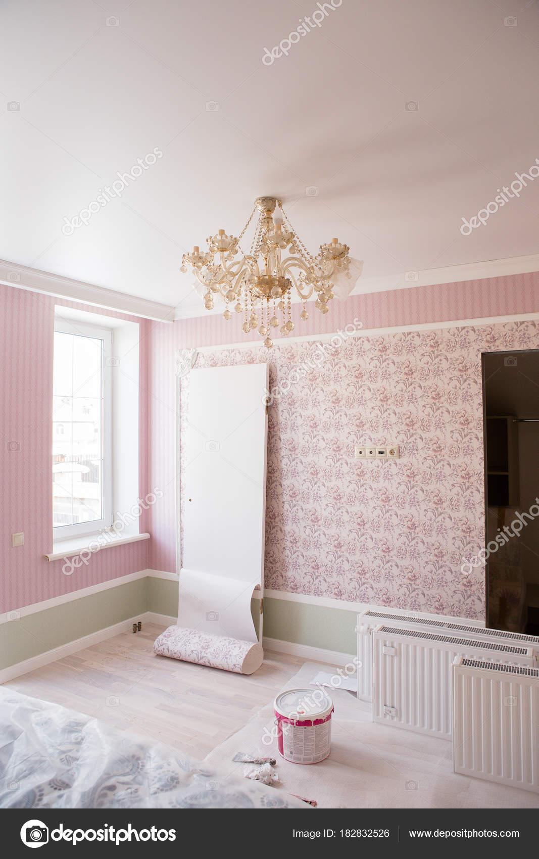 chambre avec papier peint rose salle est cours rparation photo