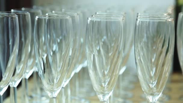Sklenice šampaňského v restauraci