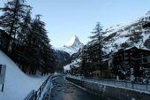 Matterhorn, vidět z Zermattu v létě