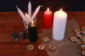 okkult mágia szimbolizmus és rituálé rúnák és tarot kártyák