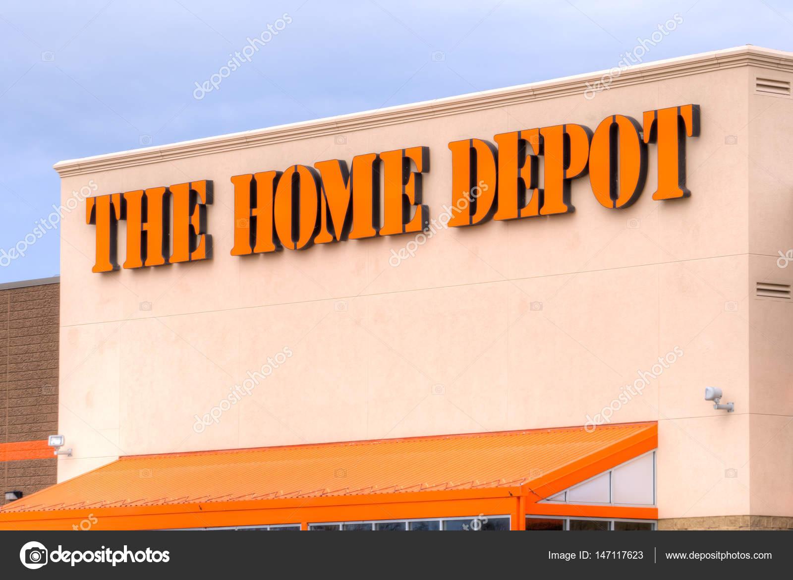 Das äußere des Home Depot — Redaktionelles Stockfoto © wolterke ...