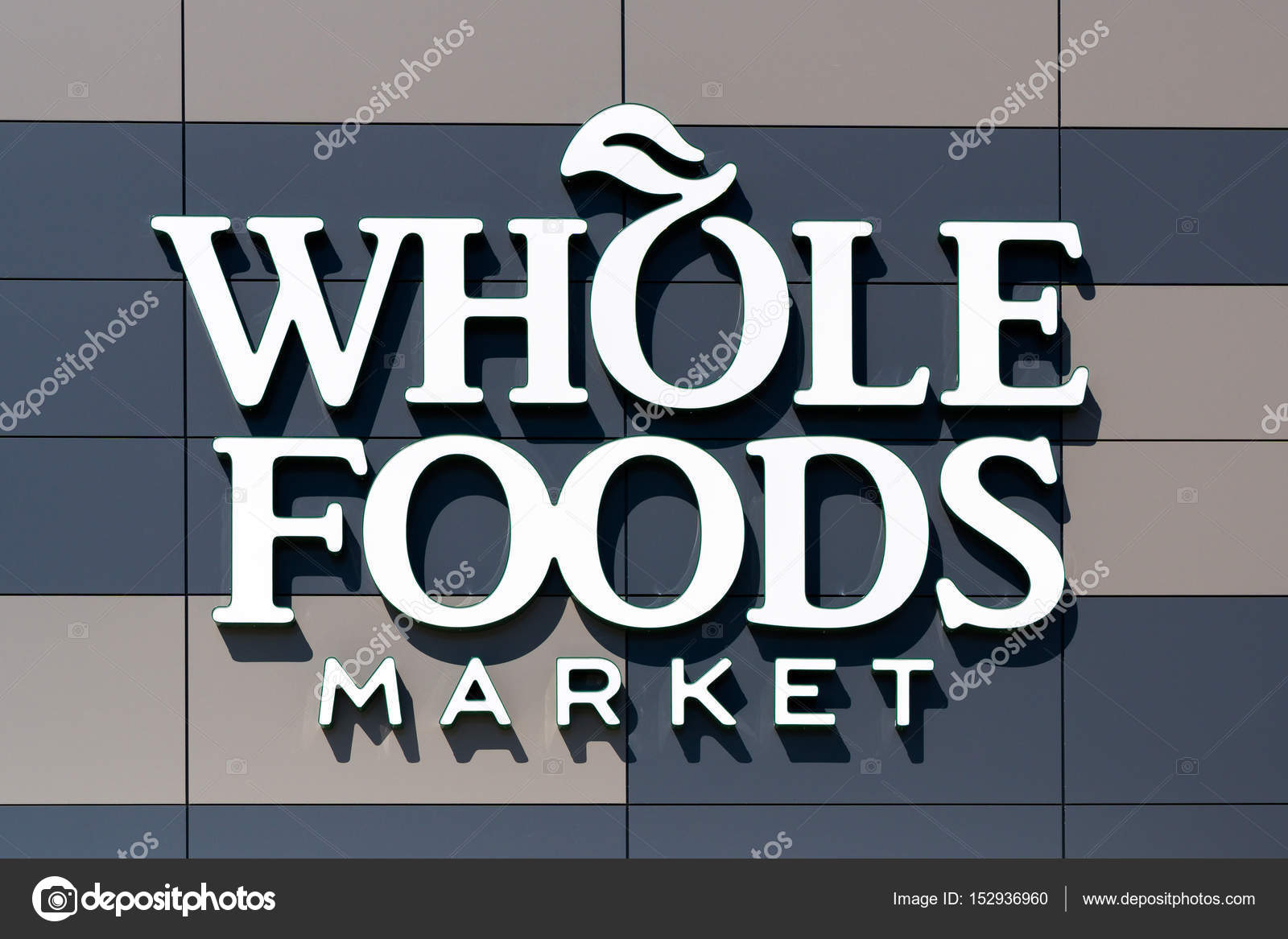 Whole Foods Market Exterior And Logo Stock Photo