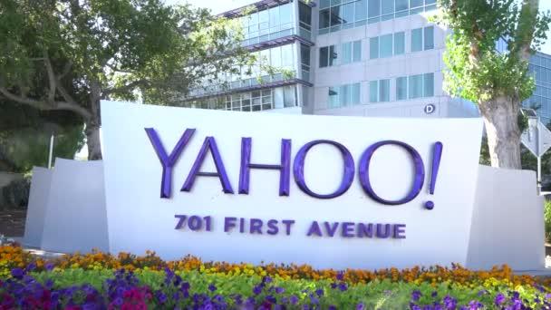 Sunnyvale, Ca/Usa - 29 července 2017: Sídlo společnosti Yahoo a znamení. Yahoo! je poskytovatel webových služeb plně vlastněny Verizon Communications