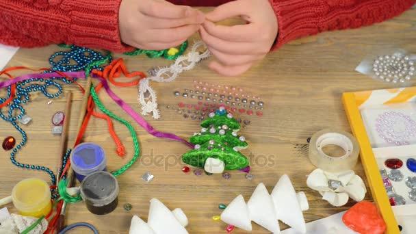Plana Los Endecha Y Niños Hacen De PinturaVista SuperiorTrabajo Accesorios JuguetesÁrboles Con Del Navidad Arte CreativosHerramientas Manualidades OtrosAcuarelas v8wm0PnyNO