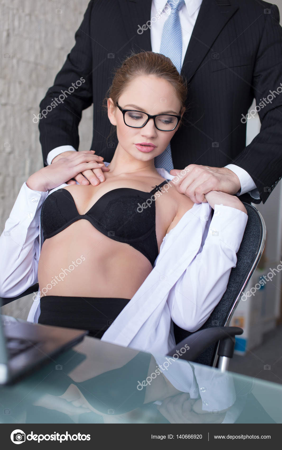 jefe secretaria rubia sexy desnudarse — fotos de stock