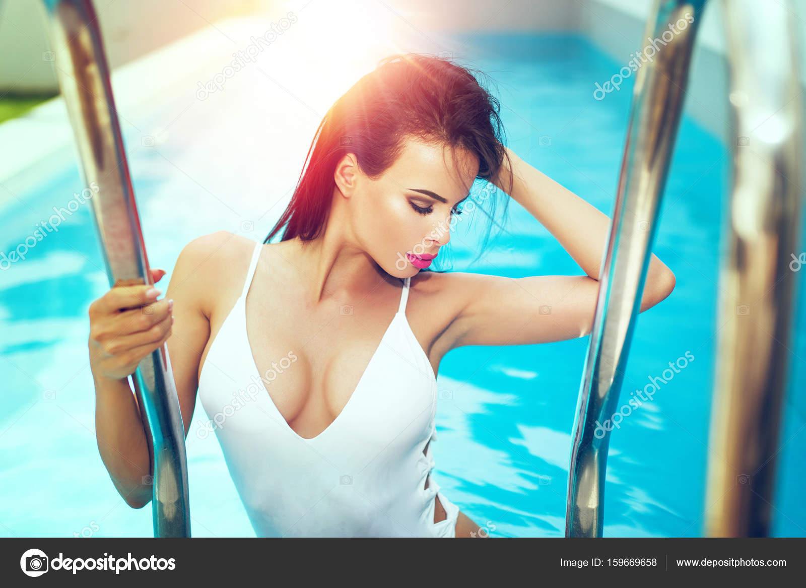 donna bagnata